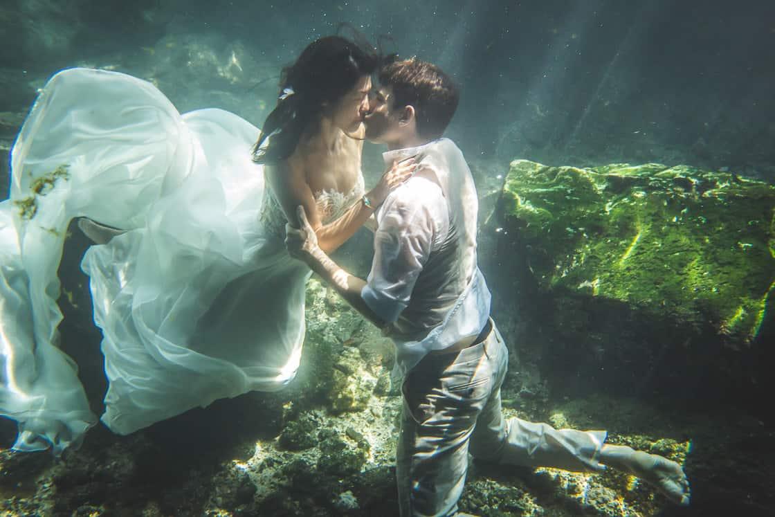 125-underthewater-photo-couple_WEB