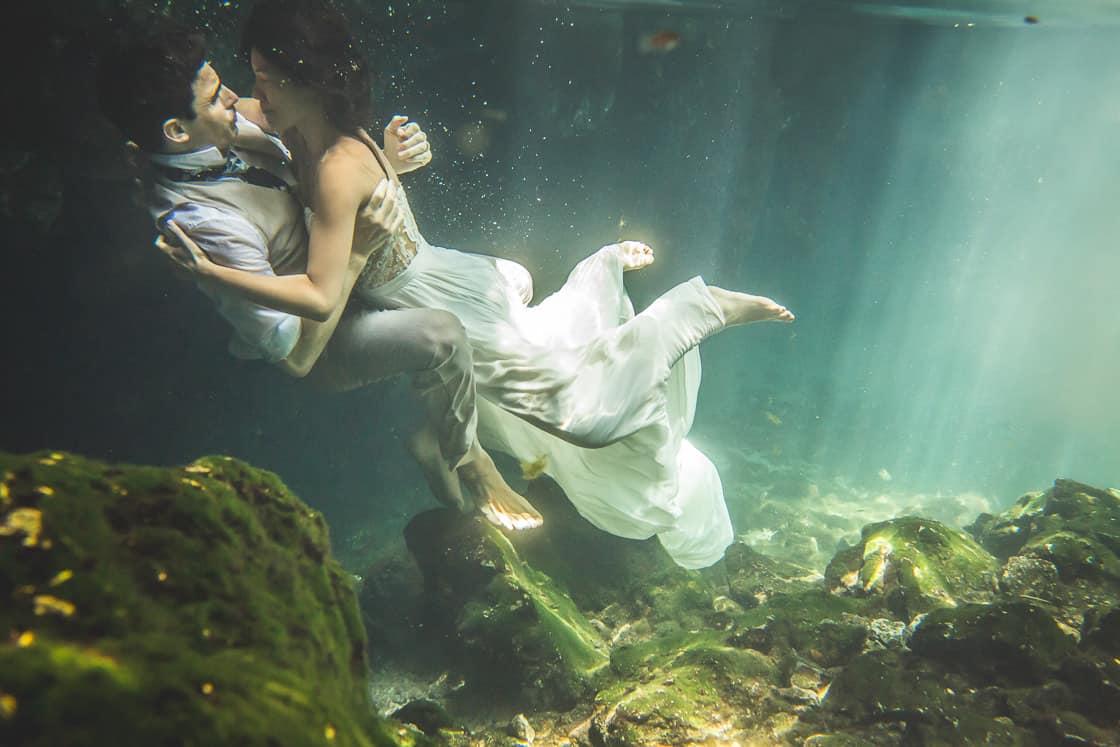 126-couple-cenote-yucatan_WEB